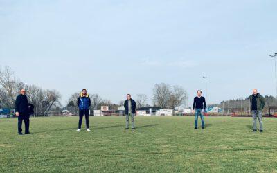 Achim Hütten und Marc Ruland im Gespräch mit FC Sportfreunde Miesenheim